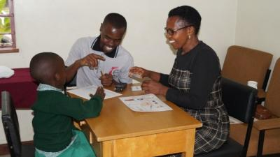 Image of people testing the Swahili version of the Speakaboo app